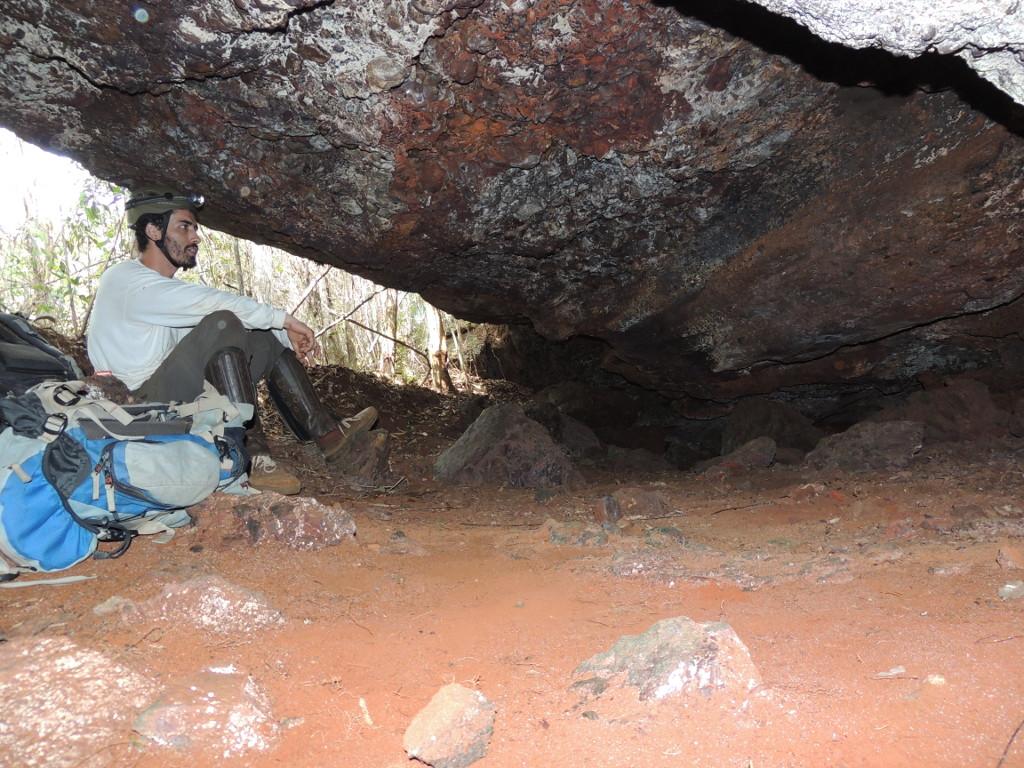 Prospecção e topografia de cavidades desenvolvidas em cangas no leste do Quadrilátero Ferrífero, Minas Gerais